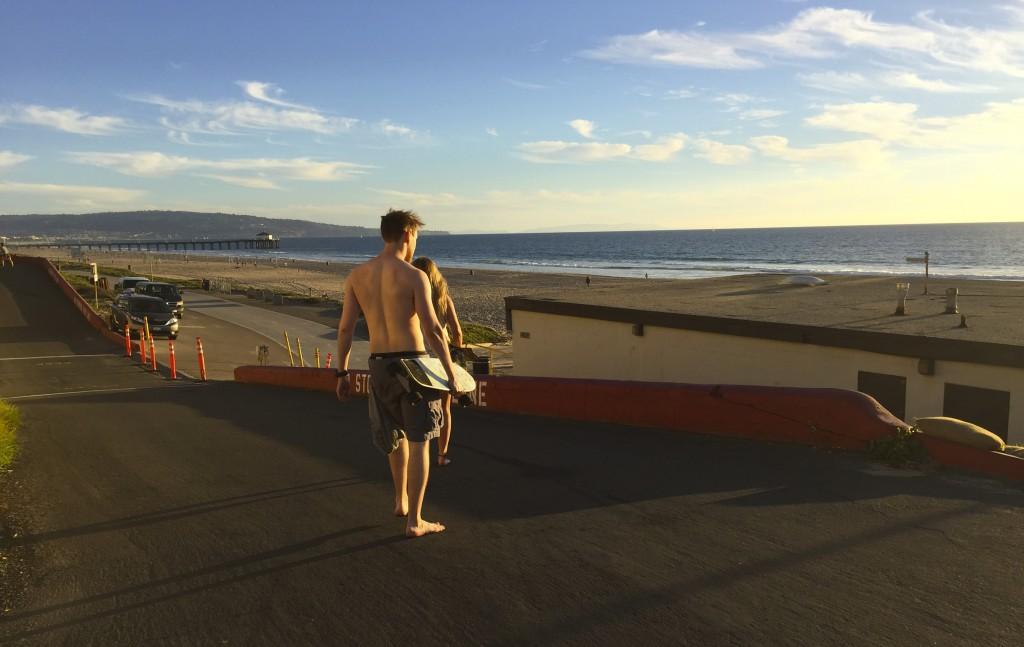 Manhatten Beach, best beach Positivista reisetips travel tips promenade beste strand sunset skateboard man