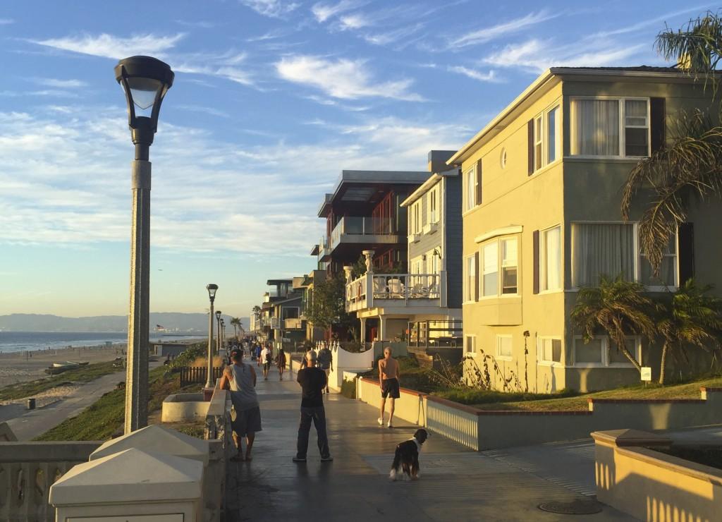 Manhatten Beach promenade sunset reisetips travel positivista merete gamst
