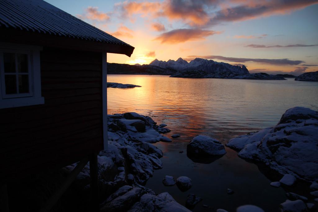 svinøya rorbuer lofoten utsikt